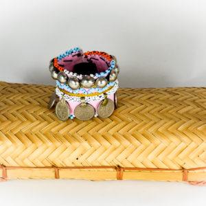 Pulsera tribal de tela y metal
