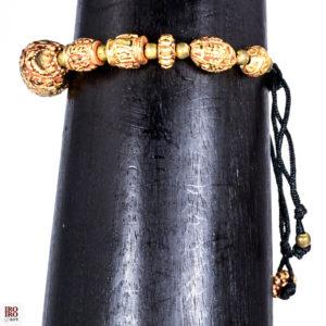 Pulsera de piezas artesanales doradas