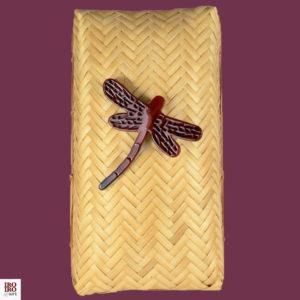 Broche libélula rojo sangre