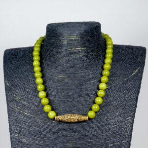 Collar de aventurina y pieza central de bronce labrado 01 iroiroart.com
