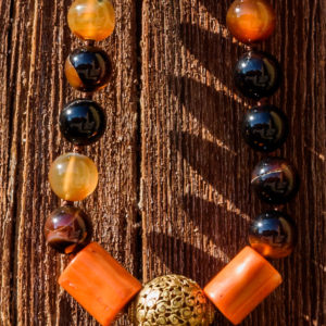 Collar de ágatas marrones coral naranja y bronce 01 iroiroart.com