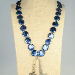Collar de perlas azules con colgante Miao
